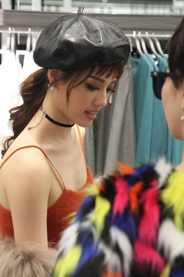 Quyết không kém cạnh H&M, tiệc khai trương Zara Hà Nội ngập sao và tín đồ - 2