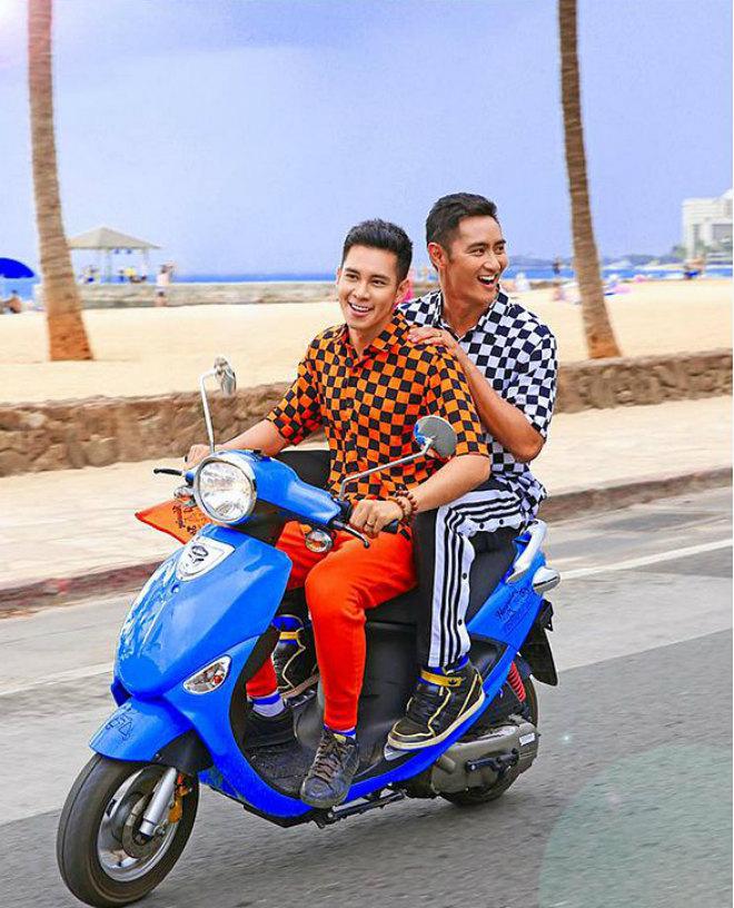 Tan chảy với gu thời trang đồng điệu của Hồ Vĩnh Khoa và bạn trai - 7