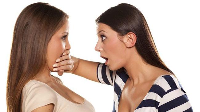 1. Hay chửi thề. Một nghiên cứu đã chỉ ra rằng, những người hay chửi thề thường có vốn từ vựng rất phong phú và thông minh hơn người.