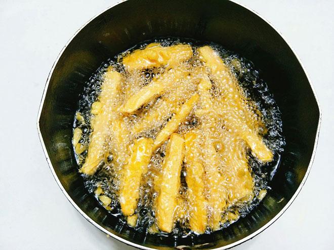Cách làm khoai lang chiên vỏ ngoài giòn rụm, bên trong thơm bùi - 6
