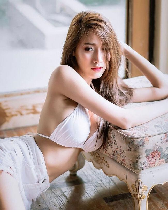 Xuất hiện trên Fanpage chuyên đăng ảnh gái xinh châu Á, cái tên Pichana Yoosuk (Thái Lan) bất ngờ được giới trẻ Việt chú ý.