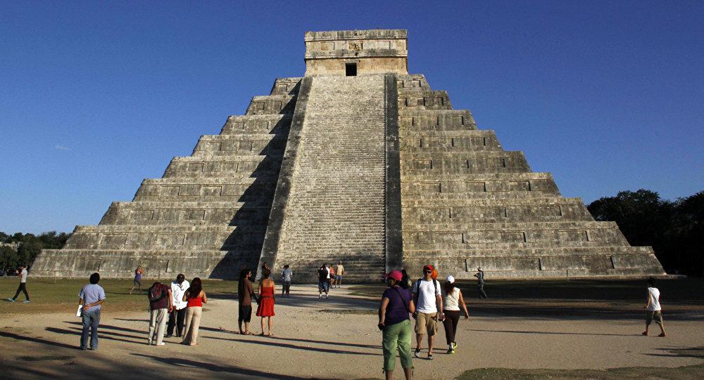 Hầm dưới kim tự tháp ngàn tuổi hé lộ bí mật thần rắn của người Maya - 1