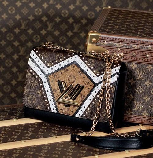 Hơn 2 tỷ cho chiếc bồn cầu từ túi Louis Vuitton, ai dám ngồi? - 1
