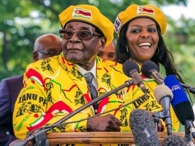 Tổng thống Zimbabwe 93 tuổi mất hết quyền lực sau một đêm?