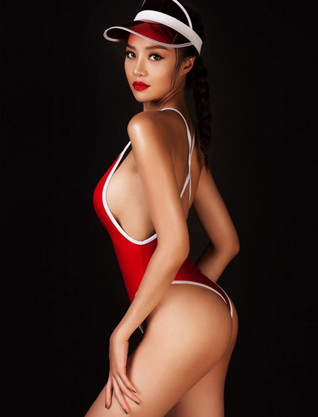 Hoa hậu Việt Nam hoàn cầu 2015 - Kiều Ngân tự ti vì vòng 1 lép kẹp nên quyết định sửa sang lại nhan sắc hồi tháng 5 vừa qua.