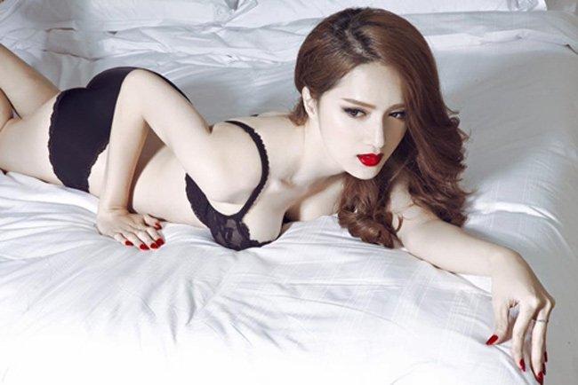 """Là người chuyển giới, đương nhiên vòng 1 của Hương Giang Idol là """"nhân tạo""""."""