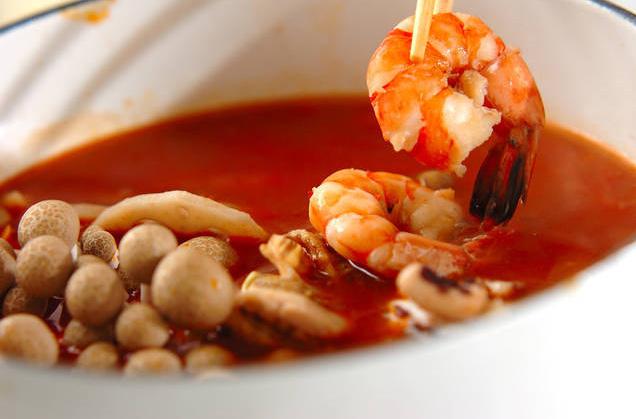 Lẩu hải sản mà nấu thế này thì ngọt thơm, nóng hổi ai cũng thích - 3