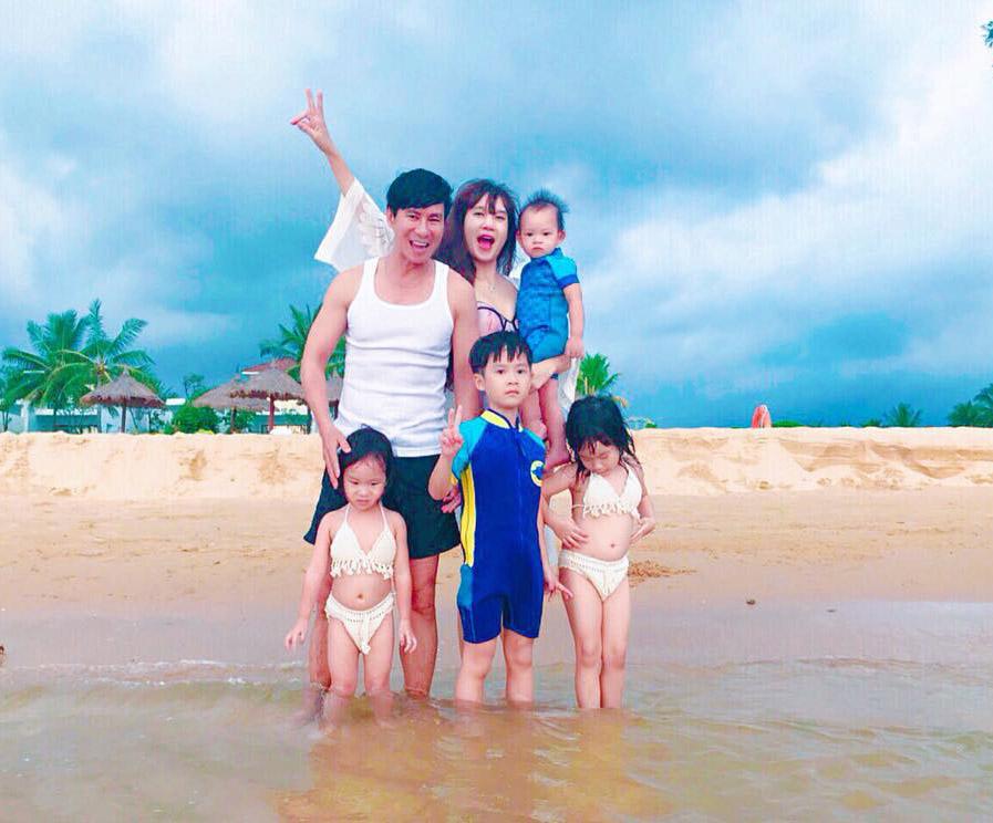 Vợ Lý Hải diện bikini, lấp ló vòng 1 kỷ niệm 7 năm ngày cưới tại Phú Quốc - 1