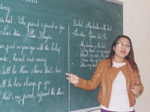Cô giáo trẻ dạy Anh văn bằng những điệu ví dặm sâu lắng