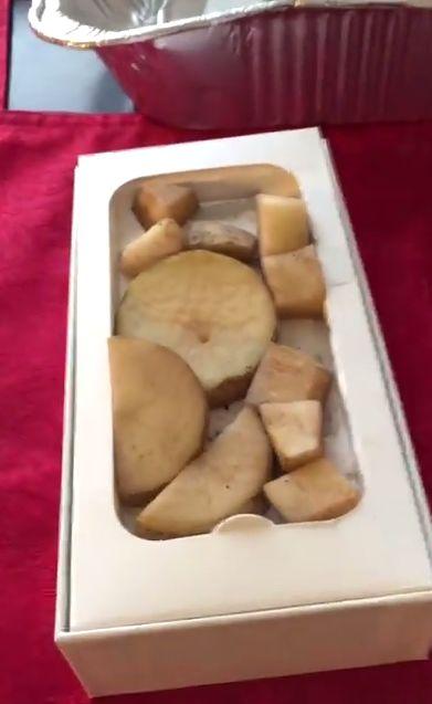 Black Friday: Ham rẻ mua iPhone 6 giá 100USD, ai ngờ chỉ nhận được khoai tây sống - 1