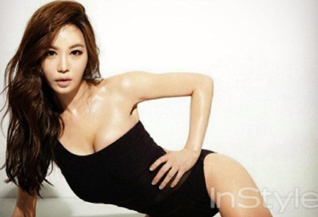 Kang Ye Bin khởi nghiệp là người mẫu game online. Cô nổi đình, nổi đám vào năm 2004.