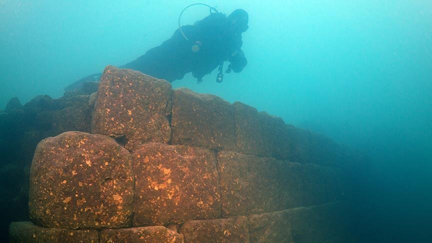 Lặn hồ Thổ Nhĩ Kỳ, phát hiện cả một công trình hoành tráng - 1