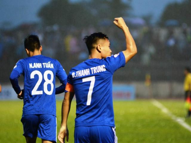 """Quảng Nam - TP.HCM: Thẻ đỏ, penalty & 3 """"cú đấm"""" chí tử"""