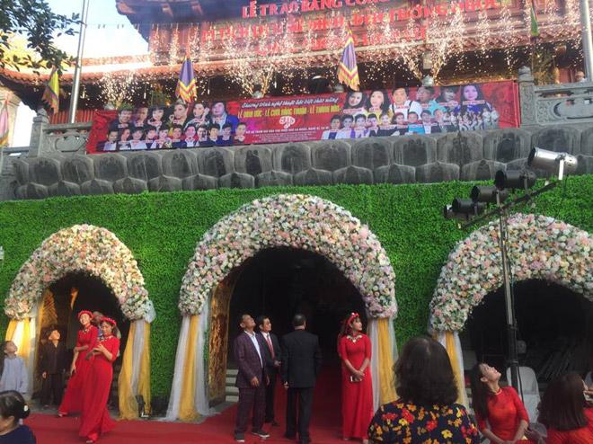 """Ca sĩ bật mí cát-xê khi hát đám cưới 10 tỷ """"siêu khủng"""" tại Bắc Ninh - 1"""