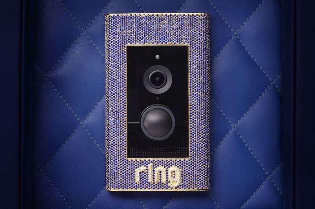 Ngắm chuông cửa dát vàng, kim cương, trị giá 2,2 tỷ đồng của giới siêu giàu - 1