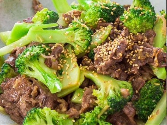 Cách làm thịt bò xào bông cải mềm ngon, đậm đà như nhà hàng
