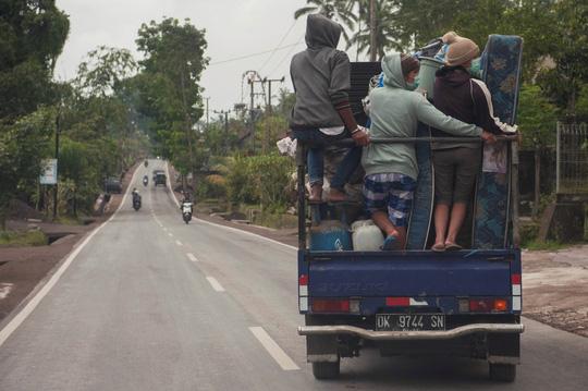 Người Việt chạy trốn núi lửa ở Bali - 1