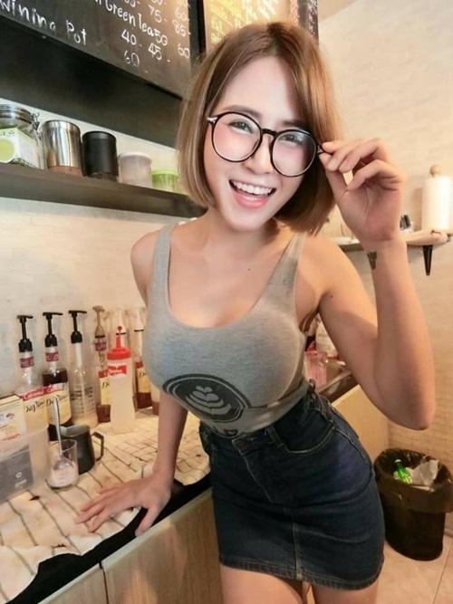 Xôn xao quán cà phê toàn hot girl ngực khủng ở Thái Lan - 1