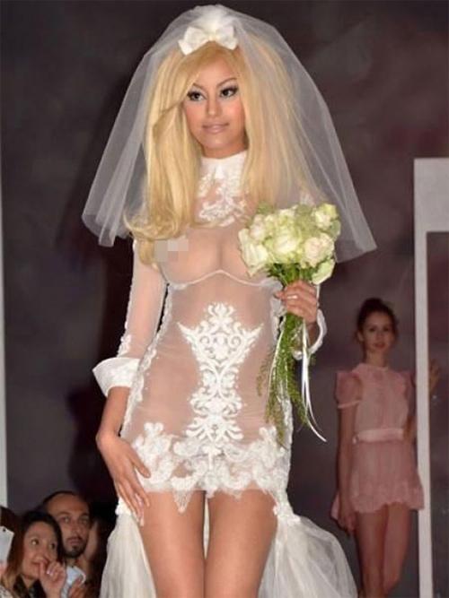 Nàng dâu diện váy cưới như cởi trần liệu có khiến quan khách giật mình? - 6