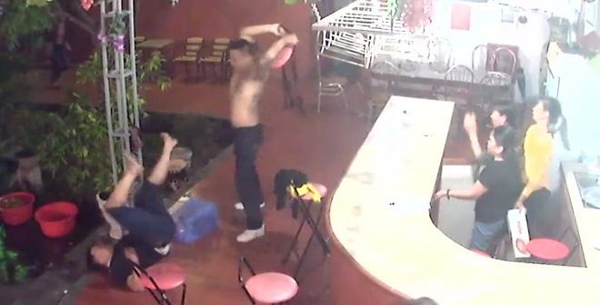 Ra khỏi quán karaoke, nam thanh niên bị tấn công đến chết - 1