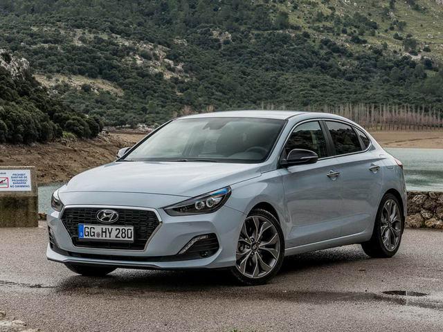 Hyundai i30 Fastback 2018 có giá từ 616 triệu đồng - 1