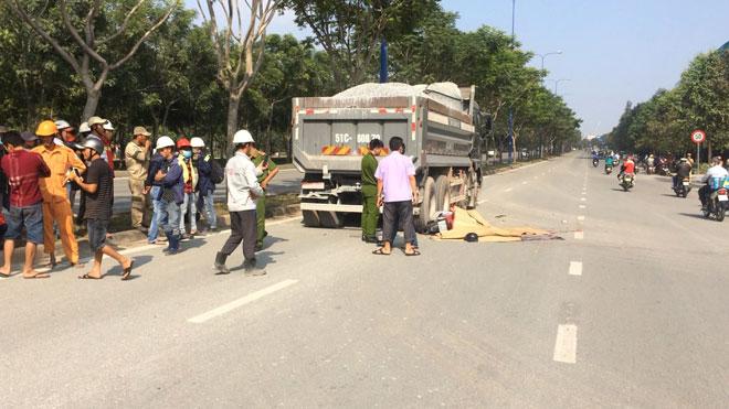 Hai thanh niên tử vong trên đại lộ ở Sài Gòn - 1