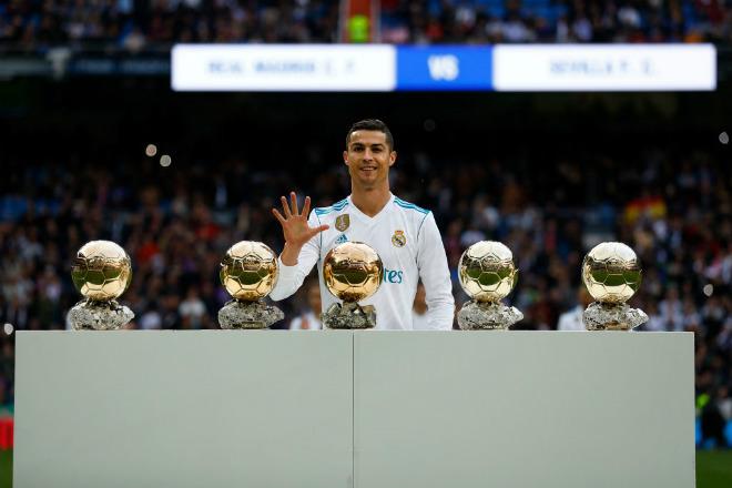 """Ronaldo 5 Quả bóng vàng tự kiêu """"nhất thiên hạ"""": Bị ghét hơn Messi - 1"""