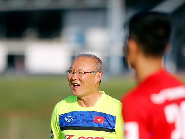 HLV Park Hang Seo bỏ tiền túi chiêu đãi Công Phượng & U23 Việt Nam