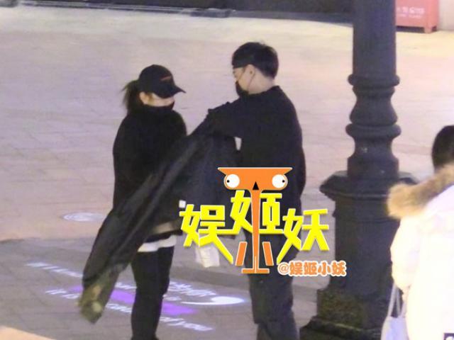 Chưa kịp ly hôn, bạn gái cũ Thích Tiểu Long đã hẹn hò đàn ông có gia đình