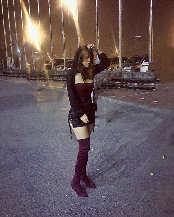 Chị em Hà Nội mặc nội y bé xíu, phơi lưng trần đi nghe nhạc giữa trời rét - 5