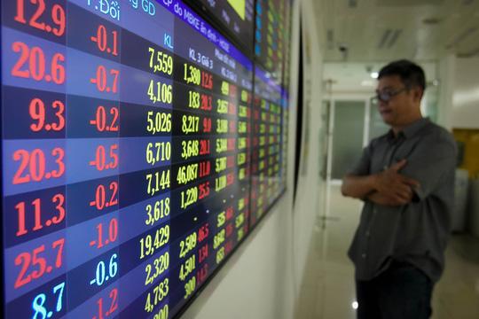 """Cổ phiếu ngân hàng, bia rượu lao dốc, VN-Index """"bốc hơi"""" gần 23 điểm - 1"""