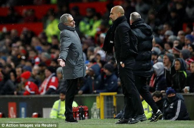 """MU thua derby: Mourinho xỉa xói trọng tài, """"đầu hàng"""" Man City - 1"""