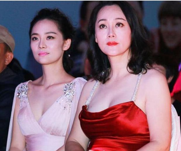 Những cặp mẹ đẹp con xinh hơn cả hoa hậu của showbiz Hoa - 1