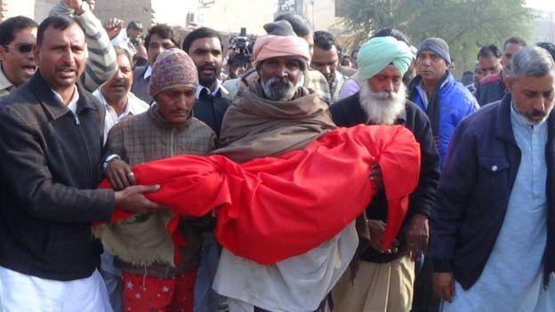 Dân Ấn Độ sững sờ vì vụ giết, hiếp bé gái 6 tuổi - 1