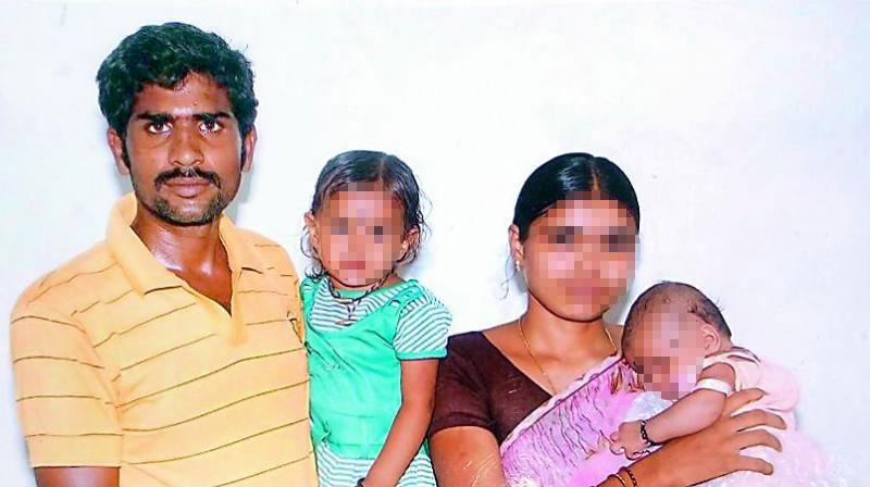 Gã chồng nhẫn tâm thiêu chết vợ và 2 con vì... không sinh được con trai - 1