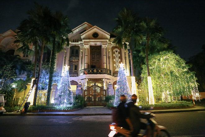 """Giáng sinh ở Sài Gòn: """"Lạc lối"""" ở 2 khu phố nhà giàu - 1"""