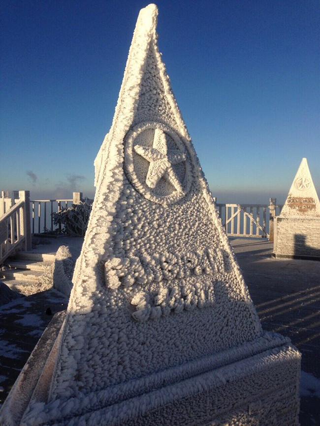 Chóp tam giác trên đỉnh 3.143m