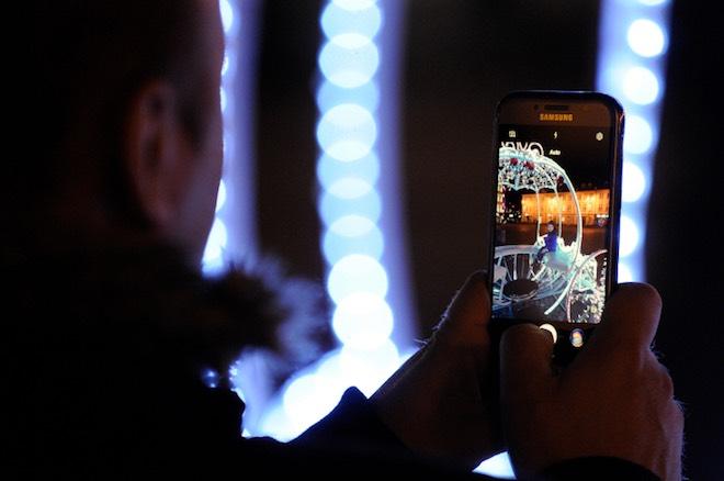 Báo động sóng bức xạ của điện thoại làm gia tăng bệnh ung thư ở người - 1