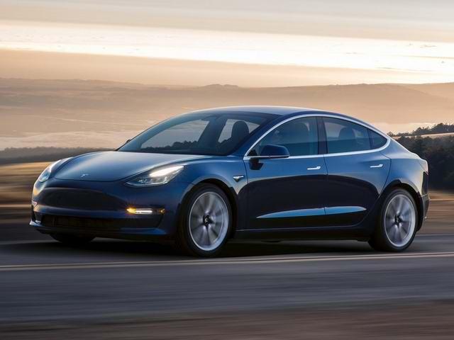 Tesla đang đánh cược với xe Model 3 - 1