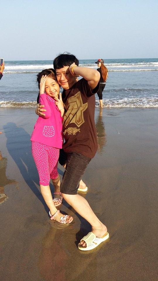Em trai Tấn Beo tiết lộ cuộc sống hạnh phúc bên vợ nhạc sĩ và 4 con - 1