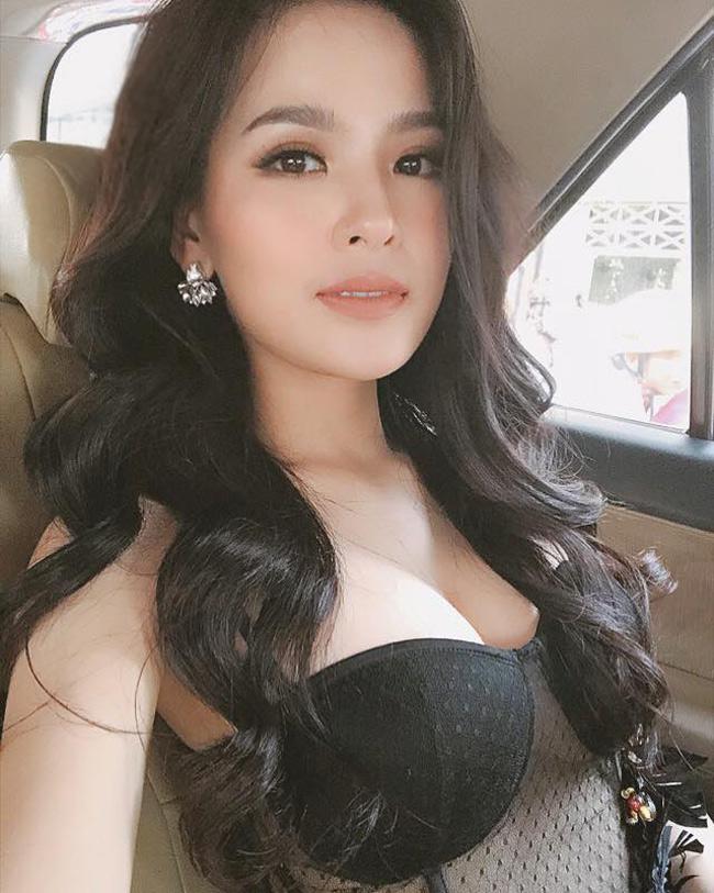 Không ít mỹ nhân Việt được báo chí và cư dân mạng Trung Quốc ca ngợi.Trang Pixpo của Trung Quốc mới đâyđưa ra bảng xếp hạng các mỹ nhân châu Á, trong đó Phi Huyền Trang được xếp ở vị trí thứ hai, chỉ sau mỹ nhân Ấn Độ.