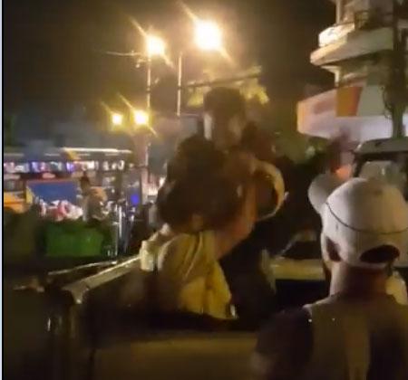 Tạm giữ tài xế đánh CSGT khi xe tải bị lật - 1