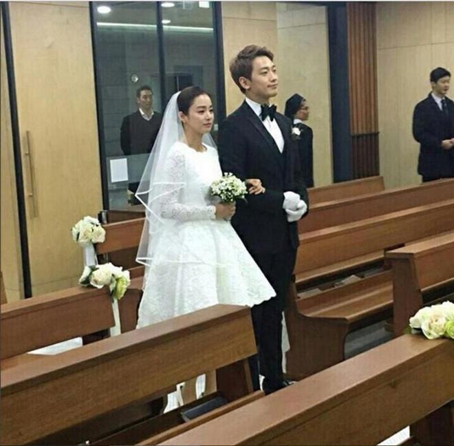 Song Hye Kyo hay Kim Tae Hee là cô dâu đẹp nhất năm 2017? - 1