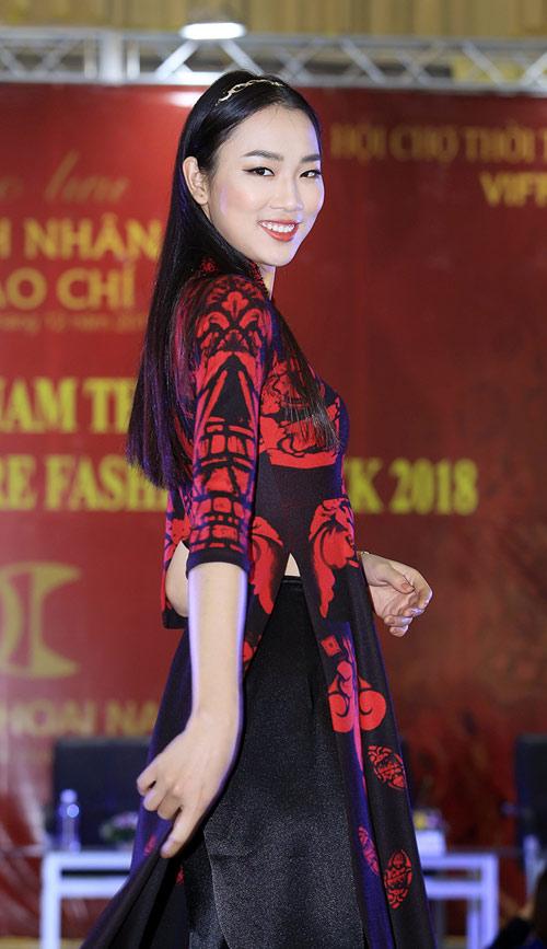Áo dài Việt lần đầu có mặt tại Haute Couture Paris Fashion Week - 1
