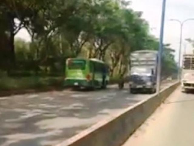 Clip: Xe buýt chạy ngược chiều giữa phố Sài Gòn