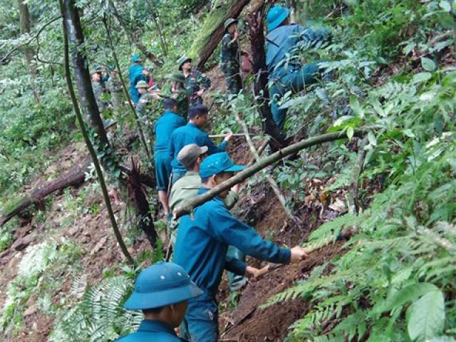 Băng rừng tìm kiếm hài cốt 2 phi công vụ máy bay Mig 21-U rơi 47 năm trước