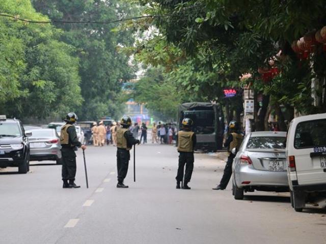 Gần 100 cảnh sát bao vây đối tượng mang hàng nóng tử thủ