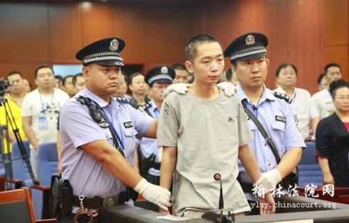 Hàng trăm người dân TQ xem xử bắn hung thủ đâm chết 9 học sinh - 1