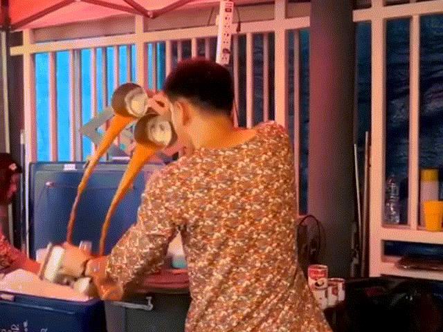 Điệu nhảy độc đáo giúp món trà sữa ngon tuyệt diệu ở Thái Lan