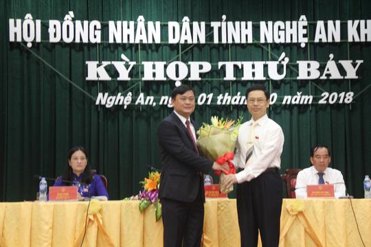 Nóng 24h qua: Nghệ An họp bất thường, bầu tân chủ tịch tỉnh 42 tuổi - 1